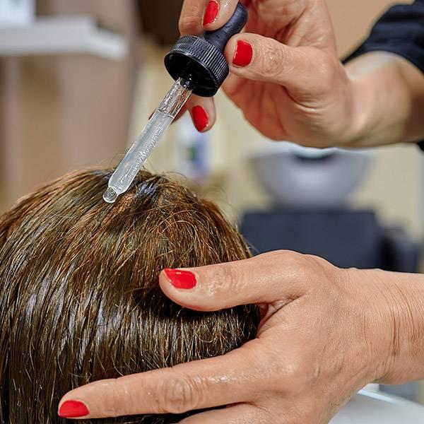 Hloubková masáž hlavy s aplikací vlasového tonika